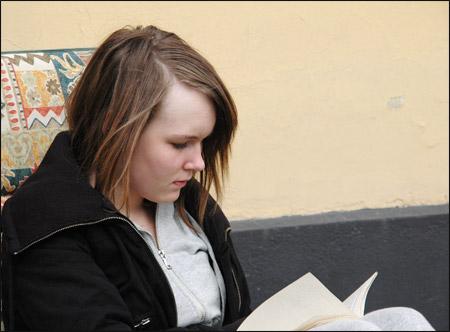 Alva läser