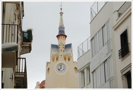Klocktorn på shoppinggatan
